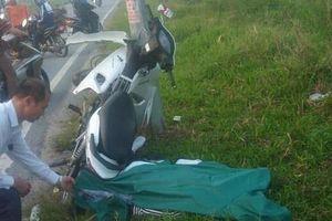 Phát hiện nam thanh niên tử vong, xe máy bẹp nát dưới chân cột điện