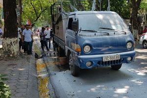 Hà Nội: Xe chở sơn bốc cháy trên phố Phan Đình Phùng