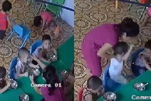 Cô giáo nhồi nhét thức ăn, đánh bôm bốp bé 2 tuổi