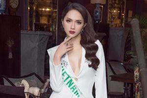 Hoa hậu Hương Giang ưa chuộng những bộ suit
