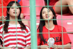 Dàn nữ CĐV xinh đẹp tiếp lửa giúp Olympic Hàn Quốc vượt qua Uzbekistan