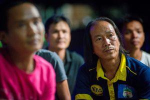 Gia đình Văn Thanh xem con thi đấu trong tâm trạng lo lắng