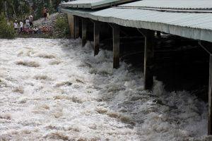 Lũ đầu nguồn lên nhanh, nước đã tràn qua đập tràn Tha La, Trà Sư