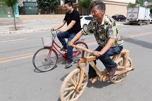 Độc đáo người thợ mộc sáng chế ra chiếc xe đạp gỗ hoàn hảo