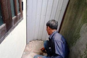 Bé gái sơ sinh còn nguyên dây rốn bị bỏ rơi sau lưng chùa Thành Nội