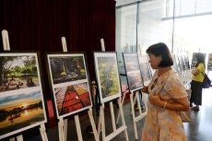 Khai mạc Triển lãm ảnh nghệ thuật 'Sắc màu cuộc sống'
