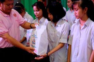 C.P. Việt Nam trao 300 triệu học bổng 'Nâng bước tới trường 2018' tại Bến Tre