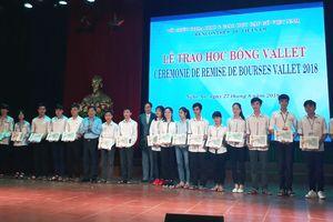 Trao 144 suất Học bổng Vallet tặng học sinh, sinh viên tỉnh Nghệ An