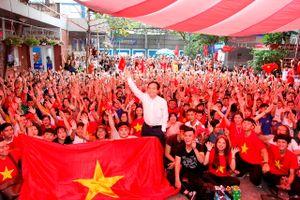 Trường ĐH Nguyễn Tất Thành tổ chức cho GV, SV cổ vũ tuyển VN đá tứ kết ASIAD