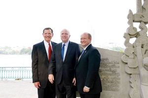 John McCain, người thúc đẩy quan hệ Việt-Mỹ qua đời