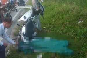 Phát hiện nam thanh niên tử vong cạnh chiếc xe máy ven đường