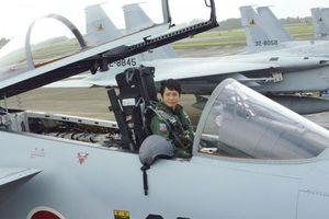 Nét quyến rũ của nữ phi công đầu tiên lái chiến cơ ở Nhật