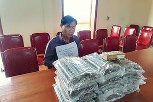 Nghệ An: Bắt đối tượng vận chuyển 25 kg thuốc nổ và 200 kíp nổ