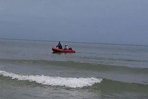 Huế: Đi dự sinh nhật thầy giáo ở bãi biển, 5 học sinh bị sóng cuốn trôi