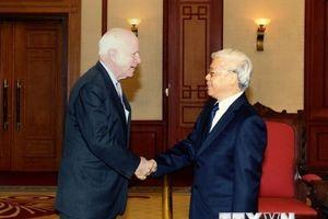 Hình ảnh Thượng nghị sỹ John McCain với các nhà lãnh đạo Việt Nam