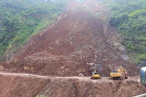 Tập trung khắc phục sạt lở đất đá trên Quốc lộ 279D đoạn qua Sơn La