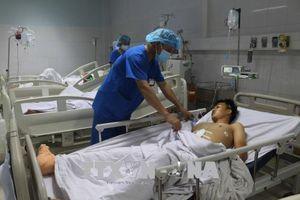 Tàu hỏa đâm xe ô tô 7 chỗ ở Nghệ An: Một nạn nhân đã qua cơn nguy kịch