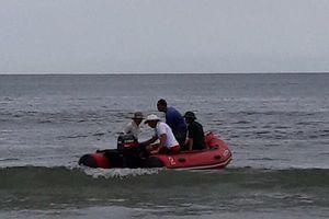 Dự sinh nhật thầy giáo ở biển, 2 học sinh chết đuối và mất tích