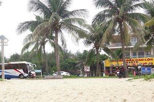 Đà Nẵng: Nối liền bãi biển tan hoang vì mưa