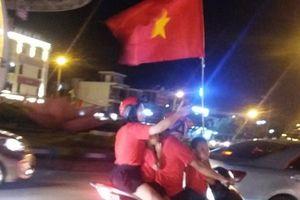 Dân Hà Tĩnh ra đường mừng chiến thắng của U23 Việt Nam tại tứ kết ASIAD