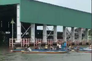 Khởi tố vụ đò dọc chở 10 kỹ sư bị lật