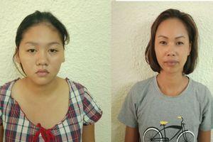 Bắt 2 phụ nữ bán hàng rong móc túi khách nước ngoài tại hồ Hoàn Kiếm