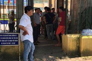 Hàng chục lái xe tụ tập trước trụ sở Bộ GTVT phản đối BOT Mỹ Lộc, Nam Định