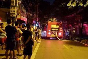 Hà Nội: Cháy nhà tập thể, cư dân hoảng loạn tháo chạy trong đêm
