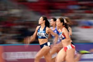 Mừng với Quách Thị Lan, lo cho Lê Tú Chinh cự ly 200 m