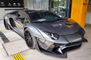 Siêu xe Lamborghini Aventador độ thân rộng chính hãng đầu tiên VN