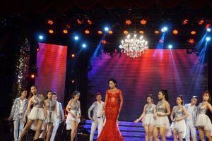 Bi kịch của nghệ sĩ khi hát ở sân khấu Vân Sơn