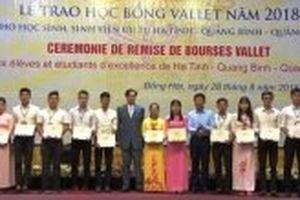 Trao học bổng Vallet cho sinh viên, học sinh ưu tú ba tỉnh Bắc Trung Bộ