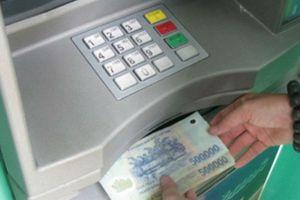 Giảm hạn mức rút tiền từ 23h – 5h sáng: Ngân hàng cũng kêu khó