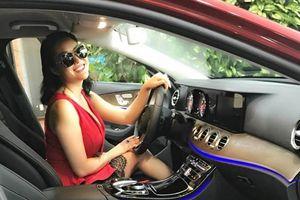 Phi Thanh Vân lái xe sang, triết lý về việc đổi xe, đổi nhà mới 'gây sốt'