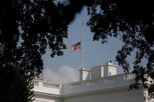 Ông Trump ra lệnh treo cờ rủ khắp nước Mỹ để tưởng nhớ Thượng nghị sĩ John McCain