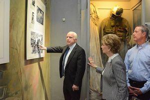 Cố nghị sĩ John McCain và ký ức với người Hà Nội