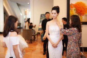 Dương Thùy Linh thay 3 váy trong sự kiện