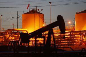 Nguồn cung hạn chế, giá dầu tăng
