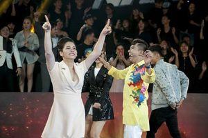 Olympic Việt Nam chiến thắng, các nghệ sĩ nhảy múa reo hò sung sướng dù đang ghi hình