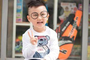 Cậu bé được bố giấu mẹ dẫn đi 'bão' mừng Olympic Việt Nam chiến thắng liên tục hát 'Việt Nam ơi, Việt Nam ơi!' sau khi trở về nhà