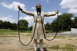 Chiêm ngưỡng bộ ria mép dài nhất thế giới
