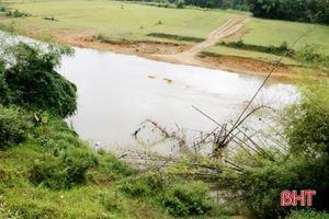 Hà Tĩnh: Sụt lở nghiêm trọng ở sông Ngàn Sâu