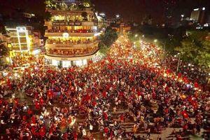Hà Nội đêm 'rực lửa' sau chiến thắng của Olympic Việt Nam