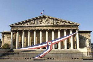 Nghị sĩ nhận thư có bột trắng khiến Pháp sơ tán Quốc hội