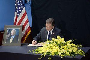 Đại sứ Mỹ và người dân Việt Nam chia sẻ cảm nhận về ông John McCain