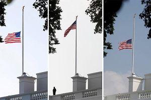 Nhà Trắng Mỹ dao động việc treo cờ rủ tưởng nhớ John McCain