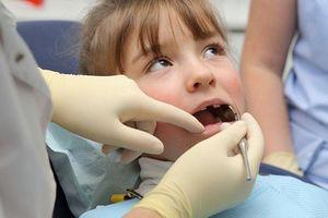 Khi nào cần điều trị trẻ nghiến răng?