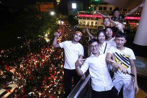 Nhiều công ty cho nhân viên nghỉ làm sớm để cổ vũ Olympic Việt Nam