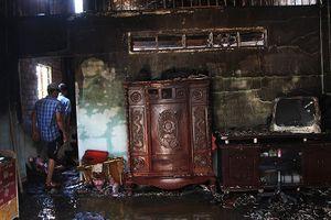 Chủ vừa rời đi, nhà bùng cháy dữ dội ở Thủ Đức