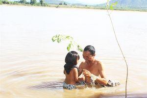 Lên Krông Pa xem lễ tắm sông Thần xả xui của người J'rai